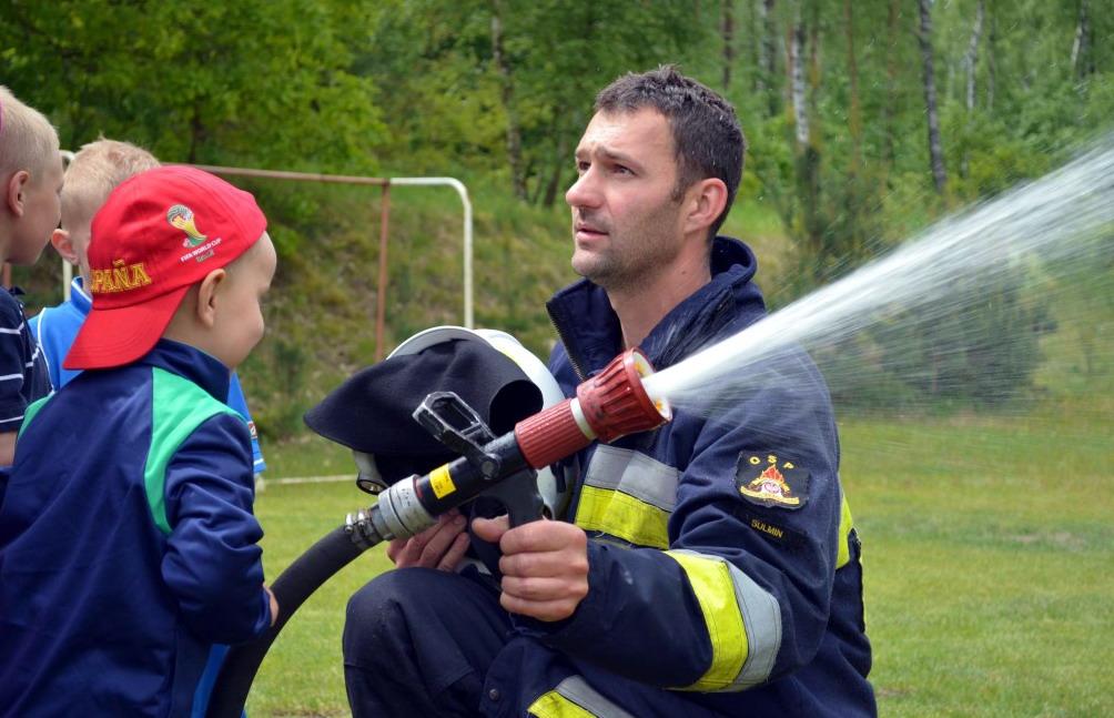Strażacy ochotnicy nie tylko gaszą pożary. Organizują festyny i zawody sportowe