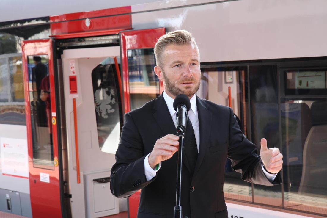 """Wicemarszałek Świlski o rekordach na kolei. """"Następny krok?  Wspólny bilet"""""""