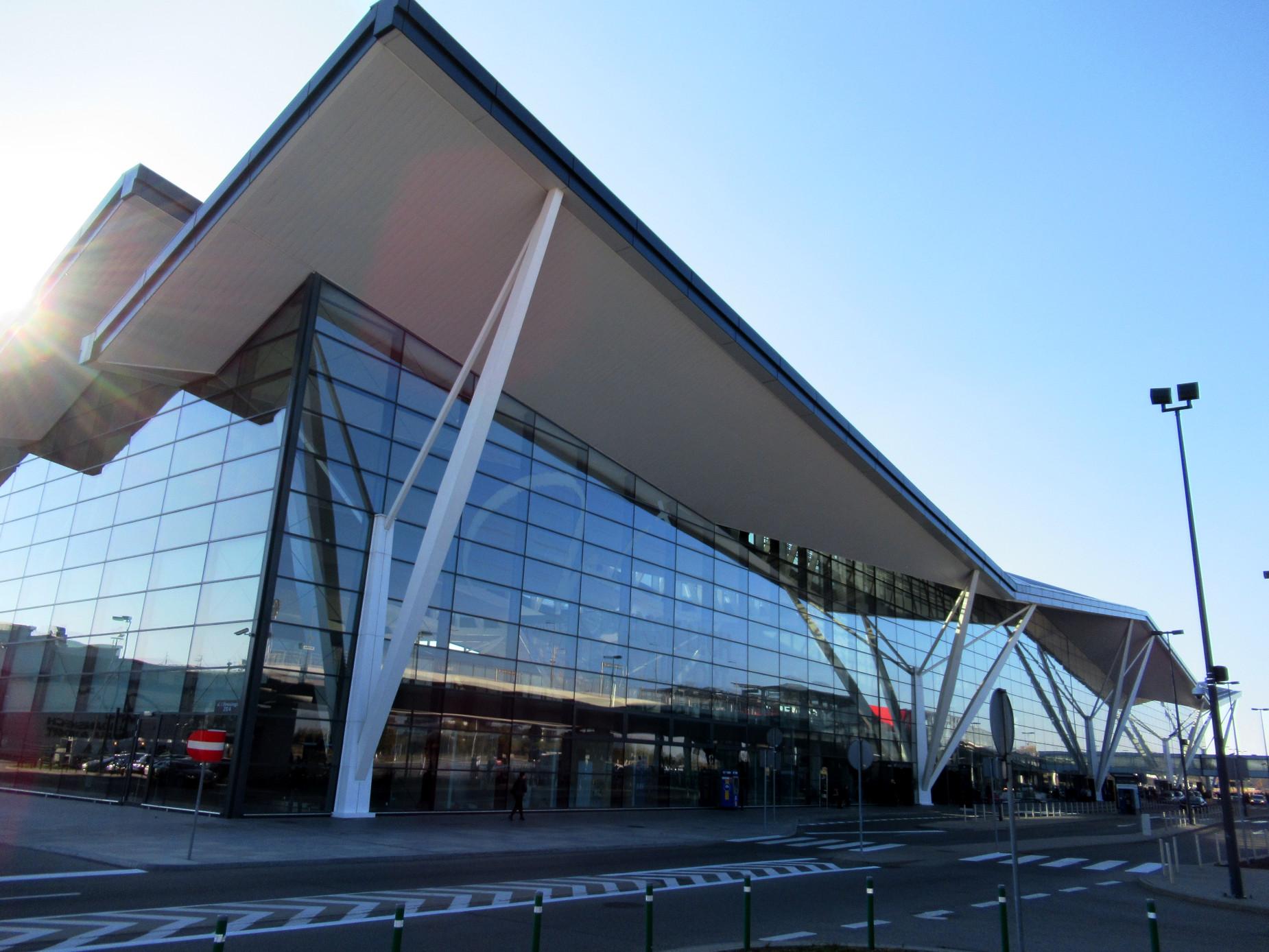 Latem na gdańskim lotnisku było 1,5 mln pasażerów. To rekord. Cel na koniec roku – 5 mln