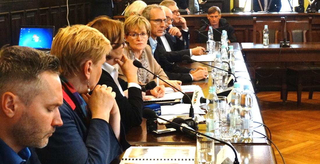 Europoseł Lewandowski: klimat jest przychylny, ale bez pomocy rządu nie damy rady. Parlament Europejski chce pomóc