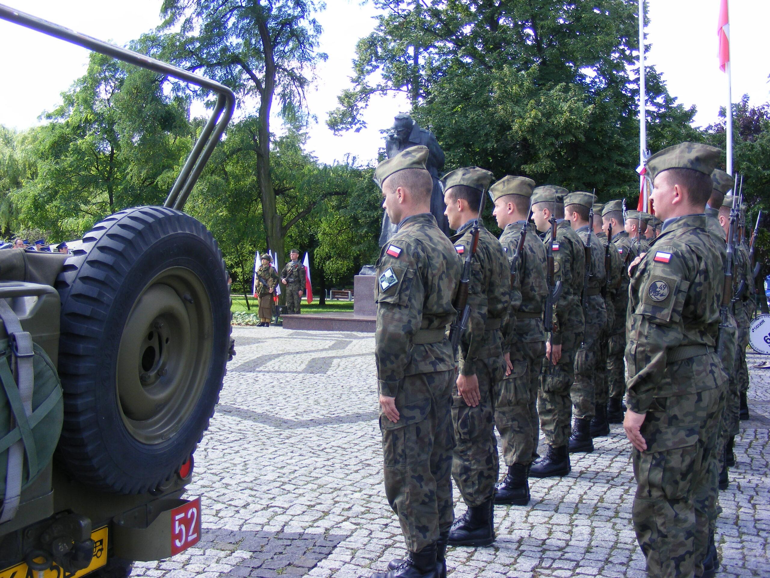 15 sierpnia obchodzimy Święto Wojska Polskiego. Przed pomnikiem Józefa Piłsudskiego w Gdańsku zabrzmiała salwa honorowa [GALERIA]