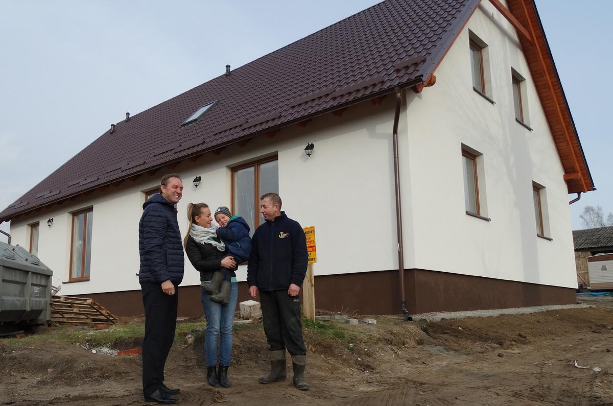"""Rodzina Gostomskich z Wysokiej Zaborskiej ma już nowy dom. """"Jest tak, jak nam obiecano"""""""