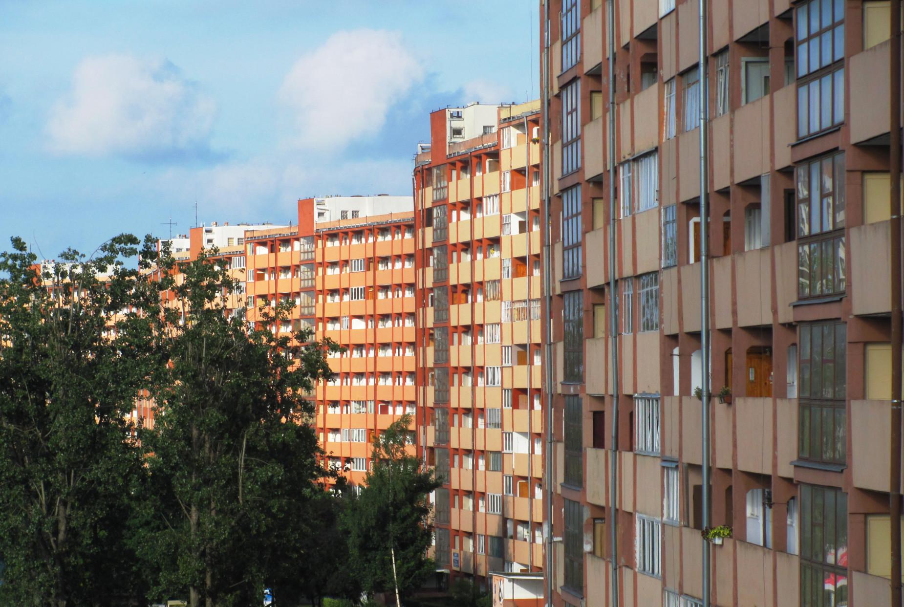 Powojenna polska architektura to nie tylko blokowiska. Przyjdź na spotkanie w IKM i poznaj socrealizm i modernizm