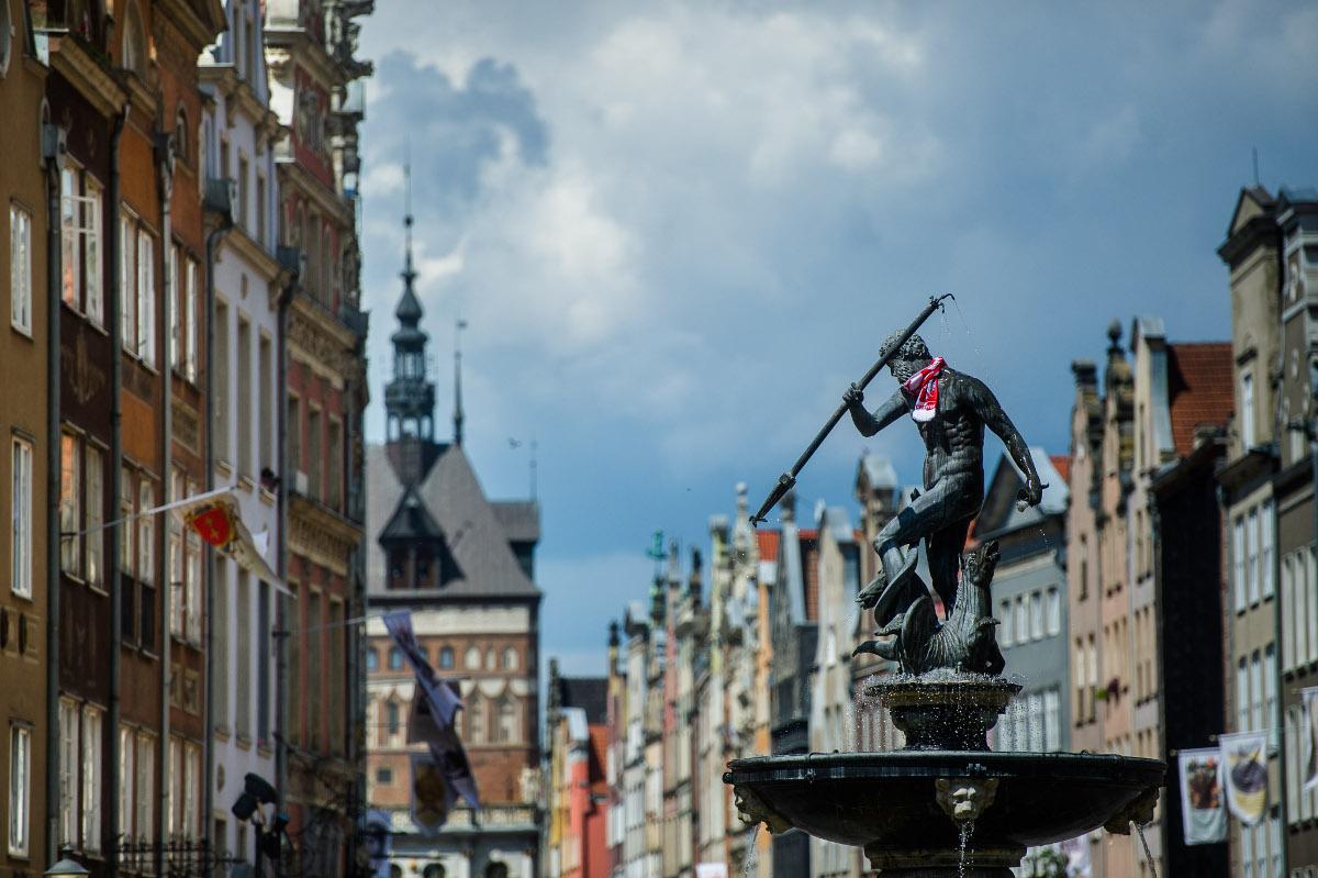 Wiece przeciwko nienawiści i przemocy w całej Polsce po ataku nożownika na prezydenta Gdańska