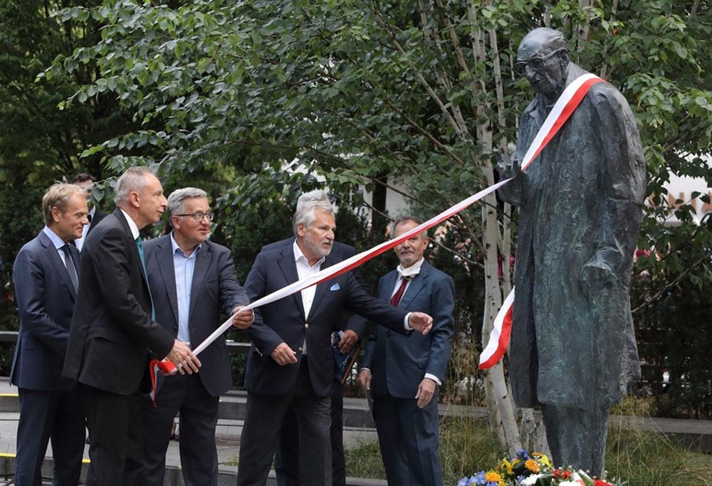 W Sopocie odsłonięto pomnik profesora Władysława Bartoszewskiego. Wydarzenie poprzedziła debata