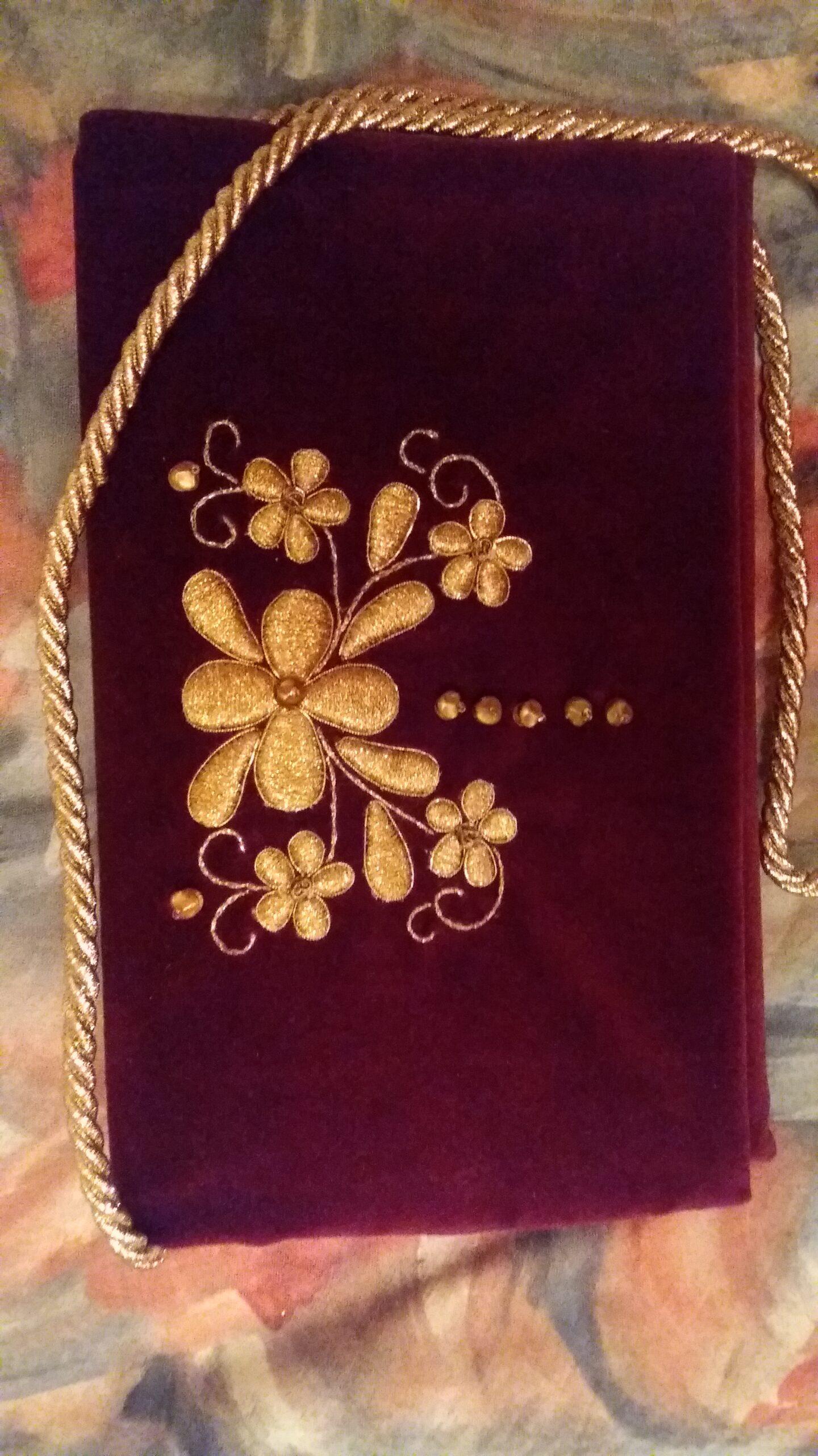 Poznaj historię jednej torebki. W kartuskim muzeum zobaczysz prezent, który otrzymała księżna Kate