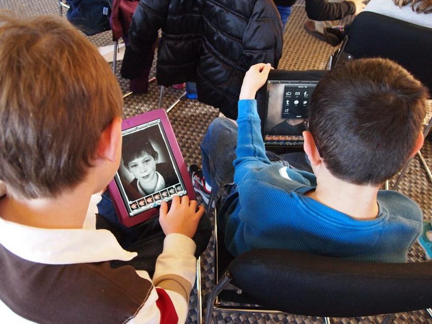 Cyfrowy świat dziecka. Kiedy rozpocząć edukację medialną? Nowy cykl rozpoczyna się w IKM
