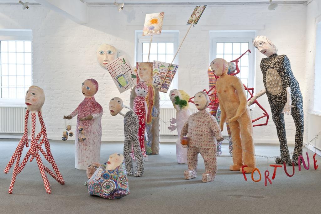Żywiołowa kolorystyka i subtelne poczucie humoru. Wystawa prac Hildegard Skowasch w Pałacu Opatów