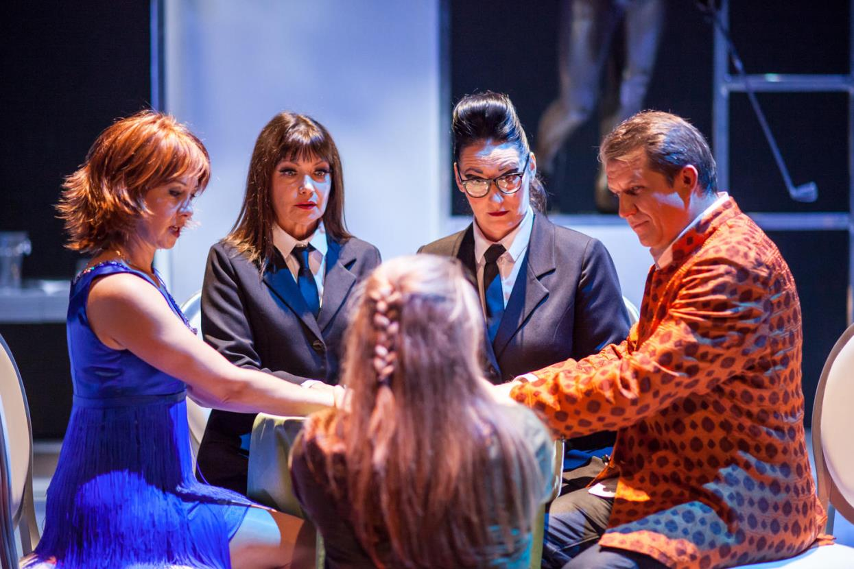 """Teatr Wybrzeże ułatwia dostęp do kultury. Przyjdź na specjalny pokaz spektaklu """"Seans"""""""