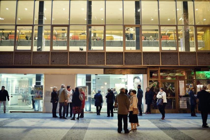 Ulica Teatralna znowu otwarta dla przechodniów. Jakie jeszcze zmiany czekają Teatr Wybrzeże?