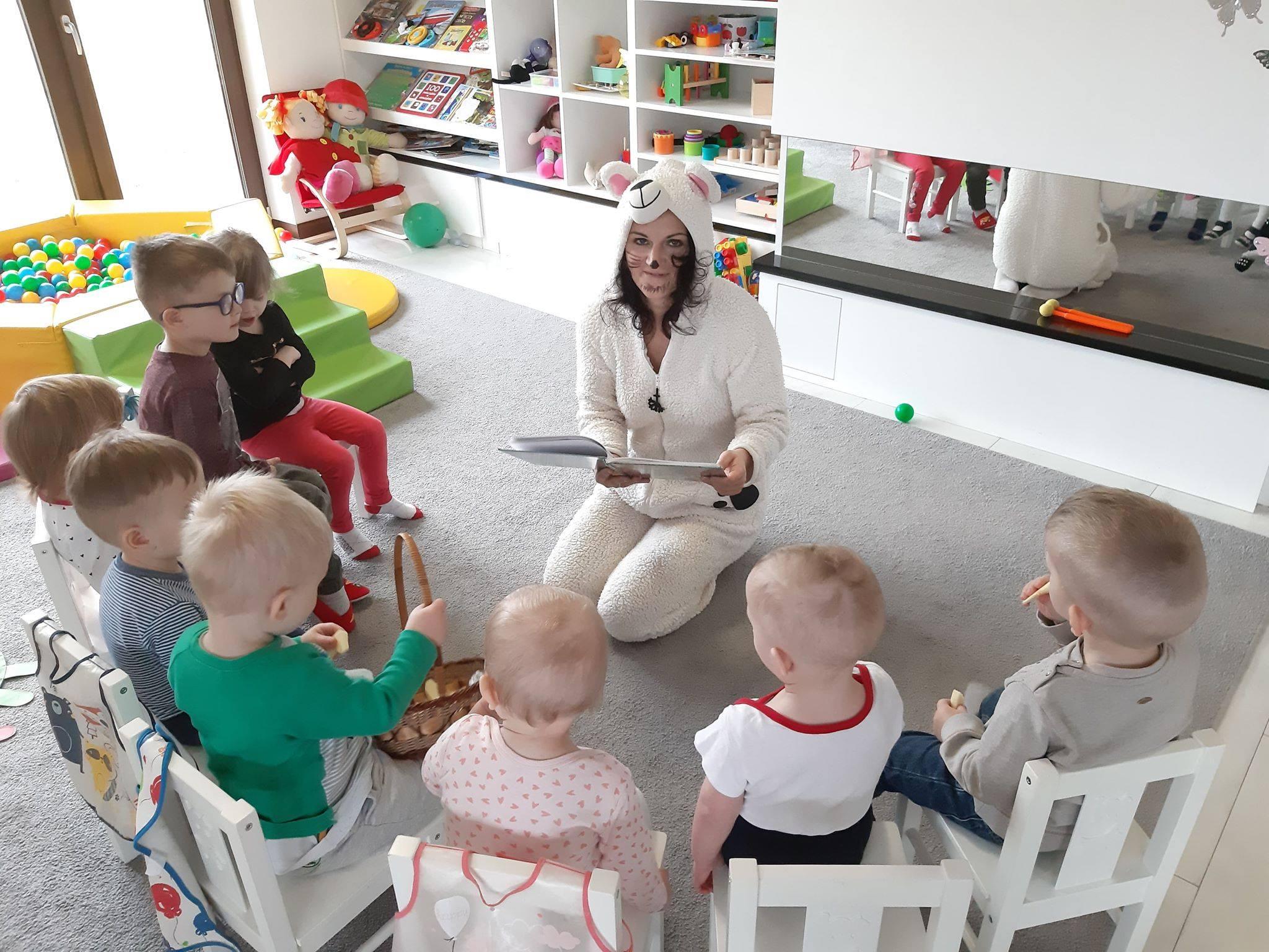 Opieka dzienna dzieci w Czarnej Dąbrówce  [Fundacja Rozwiń Skrzydła]