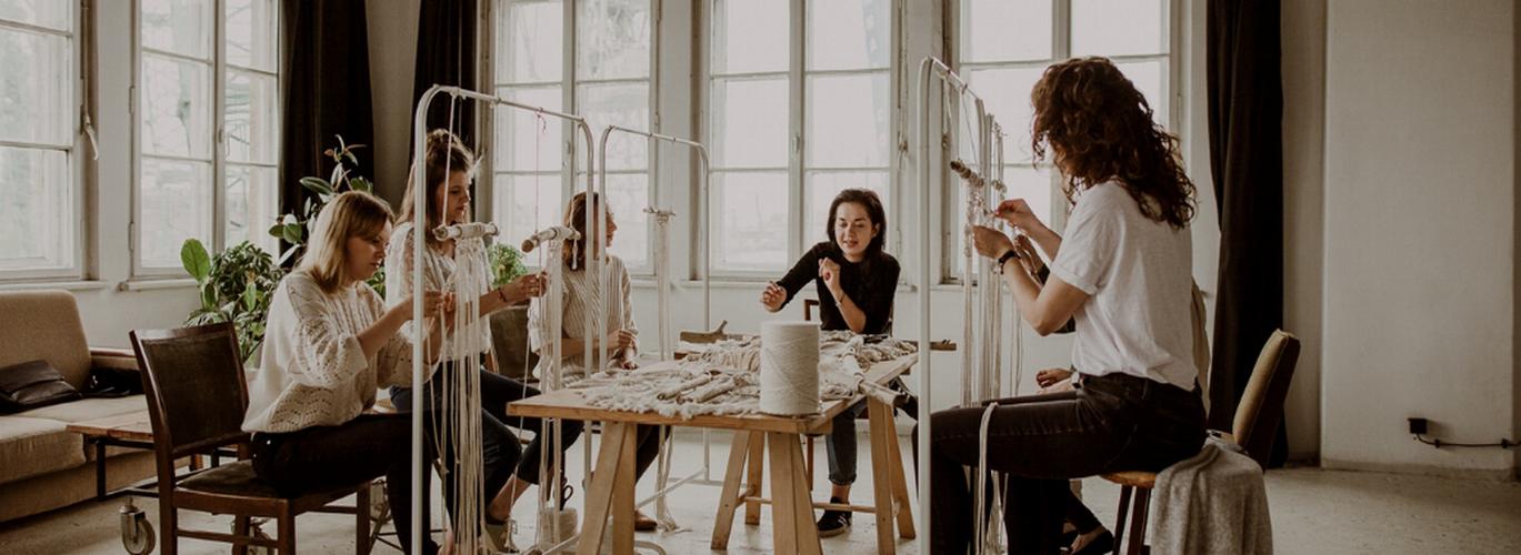 Jak wiązać sznurki bez użycia igieł, drutów lub szydełka? Warsztaty makramy dla początkujących