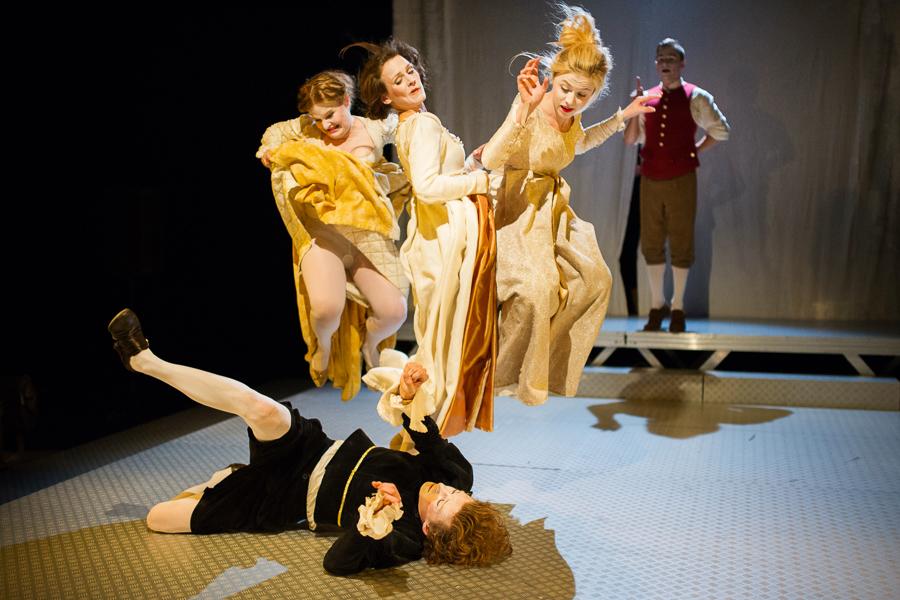 Jak uniknąć tradycyjnego podziału ról? Spektakl Teatru Papahema na 454. urodziny Williama Szekspira