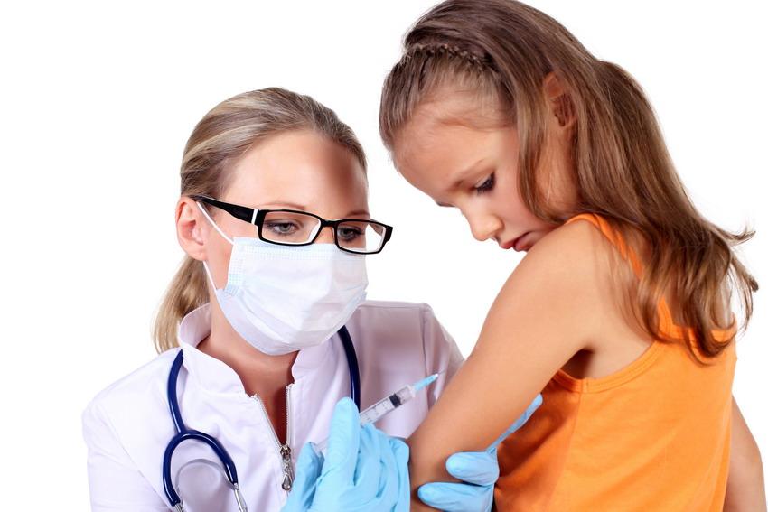Coraz więcej rodziców na Pomorzu rezygnuje ze szczepienia swoich dzieci. Przez Facebooka