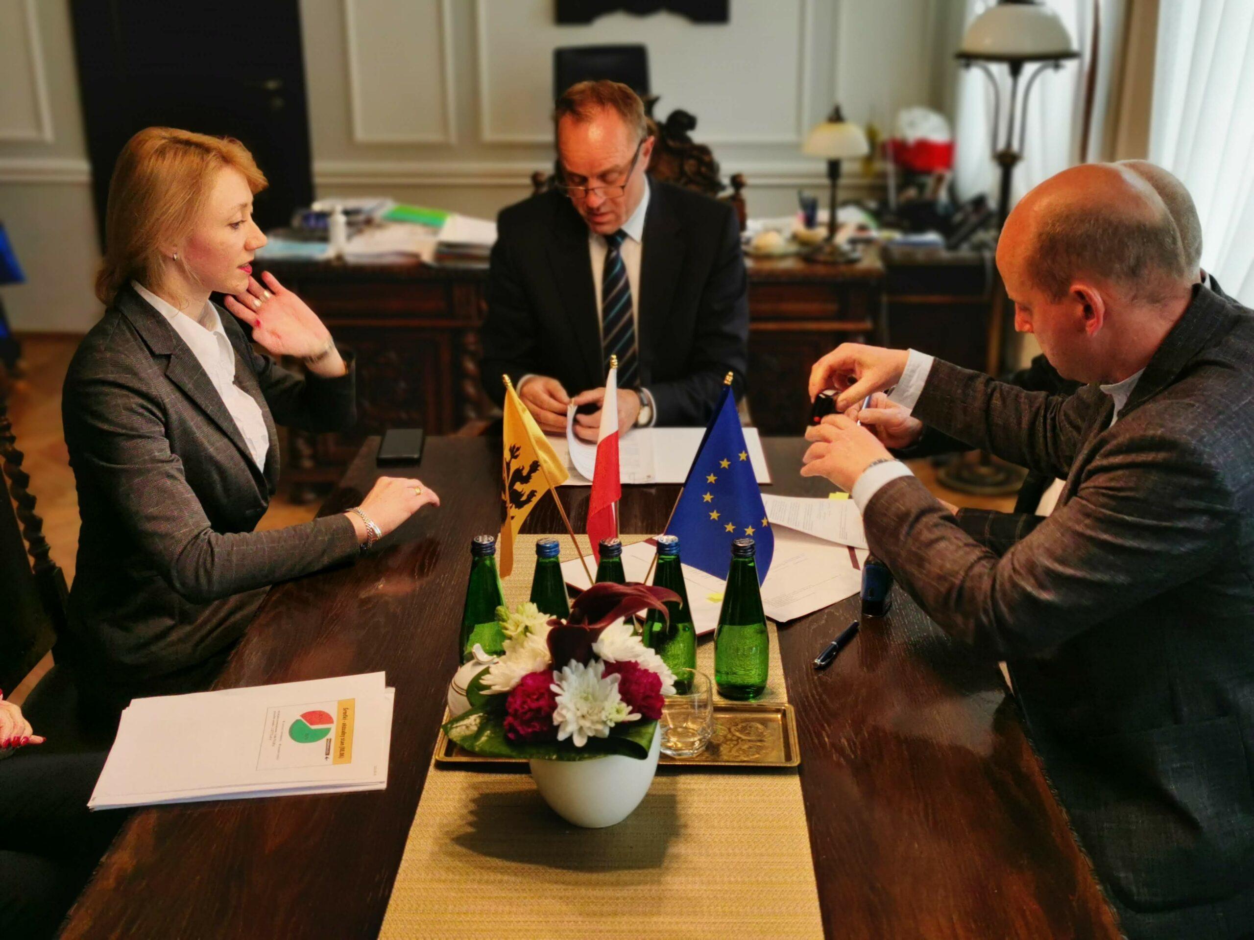 Pomoc dla ośrodka w Wandzinie w związku z COVID-19. Pierwsza umowa w ramach Pomorskie S.O.S podpisana!