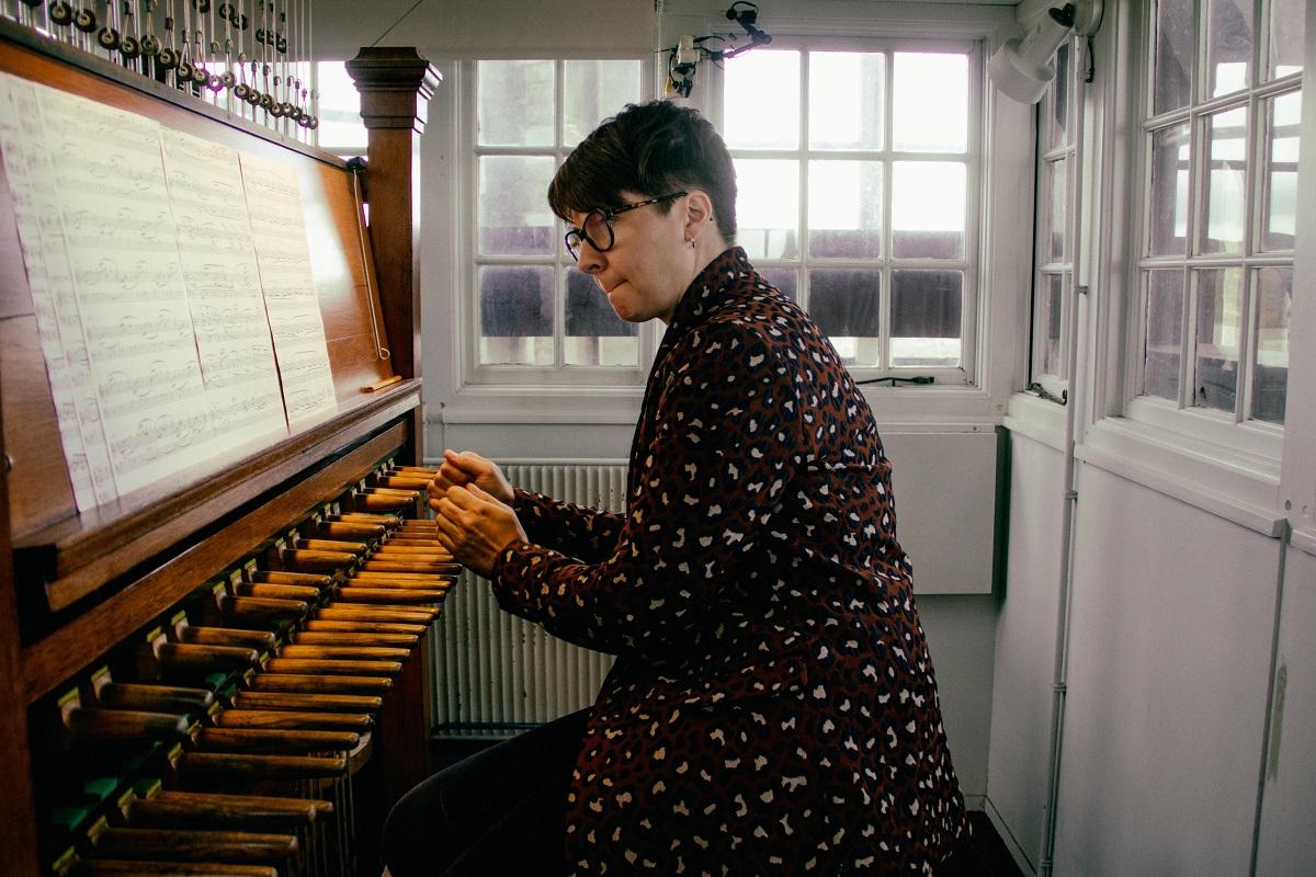 Muzyczne upamiętnienie 38. rocznicy wprowadzenia stanu wojennego. Koncert carillonowy Małgorzaty Fiebig