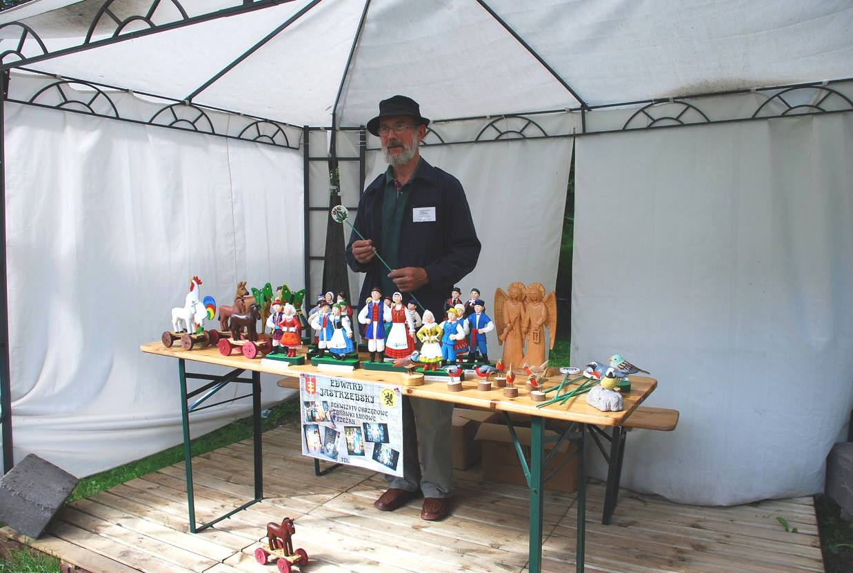 Hafty, rzeźbione ptaki i plecionki z wikliny. Poznaj twórczość artystów ludowych z Pomorza