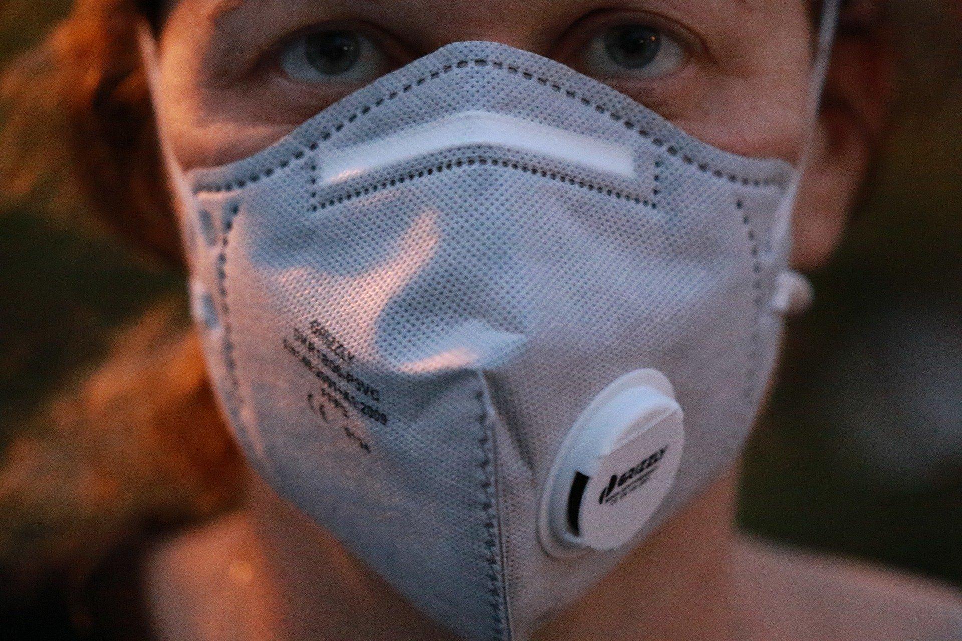 Od czwartku w miejscach publicznych trzeba nosić maski ochronne. Jednak są wyjątki