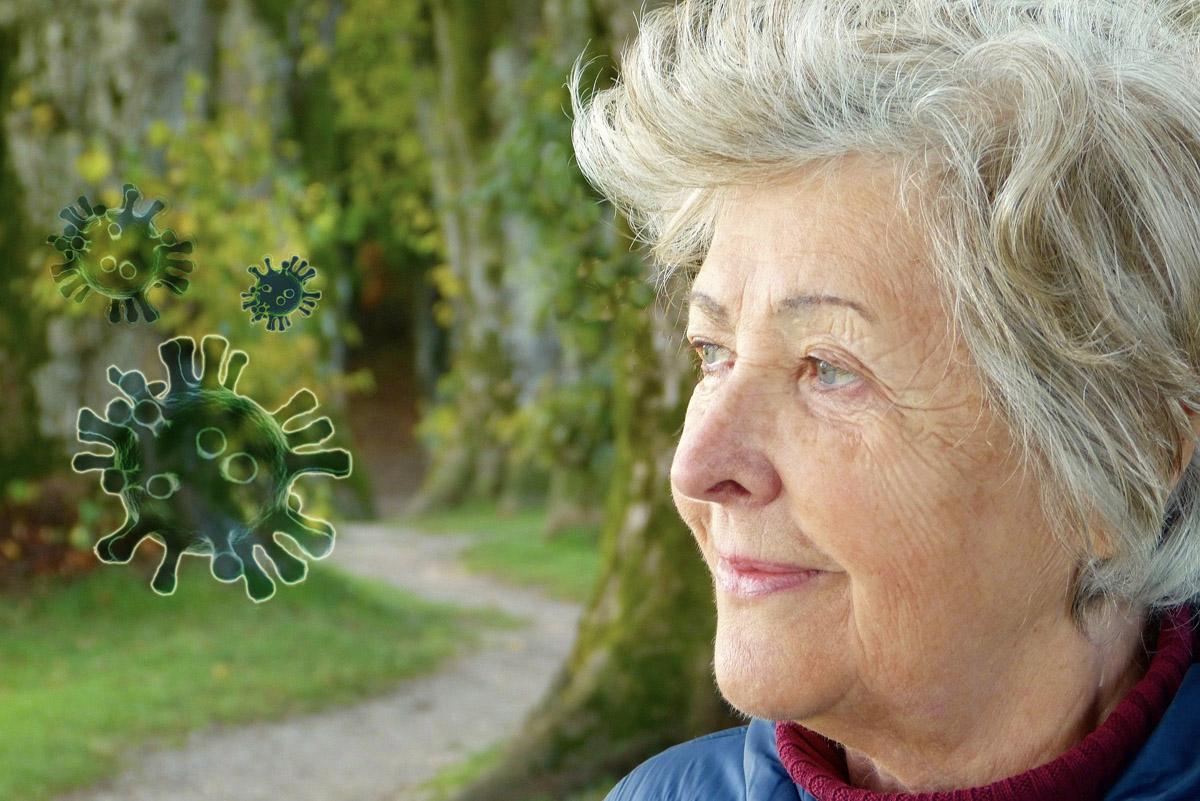 Koronawirus. Najważniejsze informacje dla seniorów i osób udzielających im pomocy [PORADNIK]