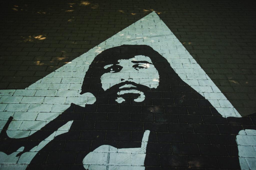 Mural na chodniku w Sopocie - Czesław Niemen