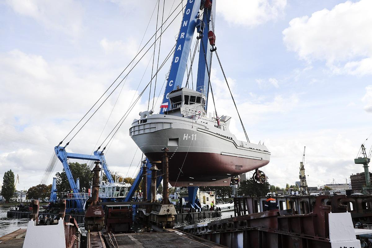 Płyń po morzach i oceanach… Wodowanie holownika Bolko dla Marynarki Wojennej