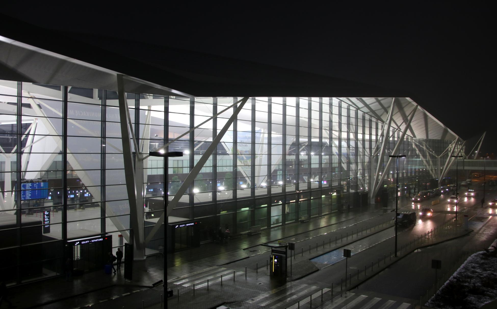 Ponad 4,5 mln pasażerów. Gdańskie lotnisko na trzecim miejscu w Polsce. Czy w 2018 pobijemy Kraków?