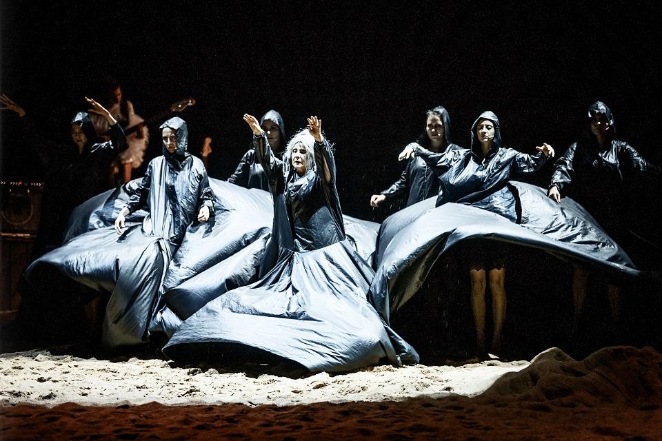 """Teatr Wybrzeże ułatwia dostęp do kultury. Przyjdź na specjalny pokaz spektaklu """"Trojanki"""""""