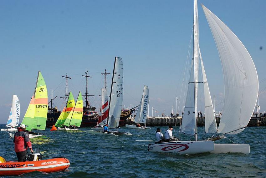 Regaty w Sopocie.  Karamarany i łódki jednokadłubowe będą rywalizować o mistrzowskie tytuły