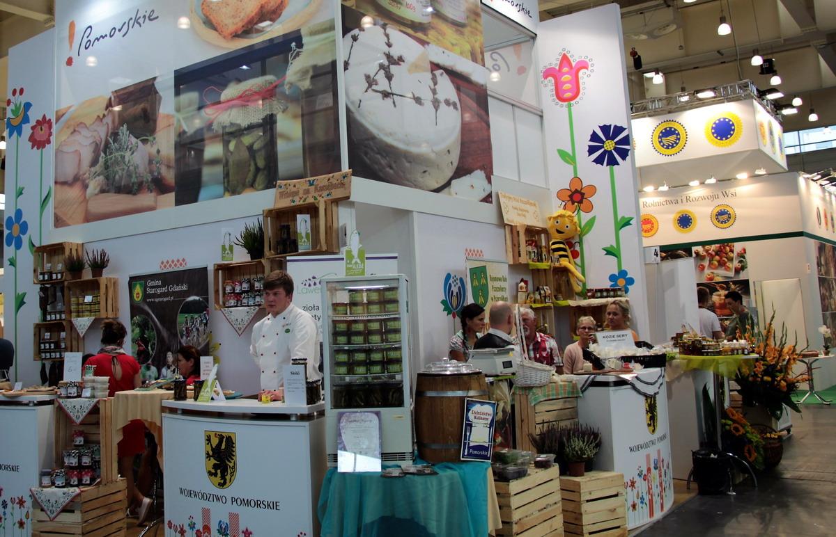 Ikra ze śledzia, pierogi z kaczką i co jeszcze? Pomorskie produkty nagrodzone na największych w kraju targach żywności regionalnej i tradycyjnej