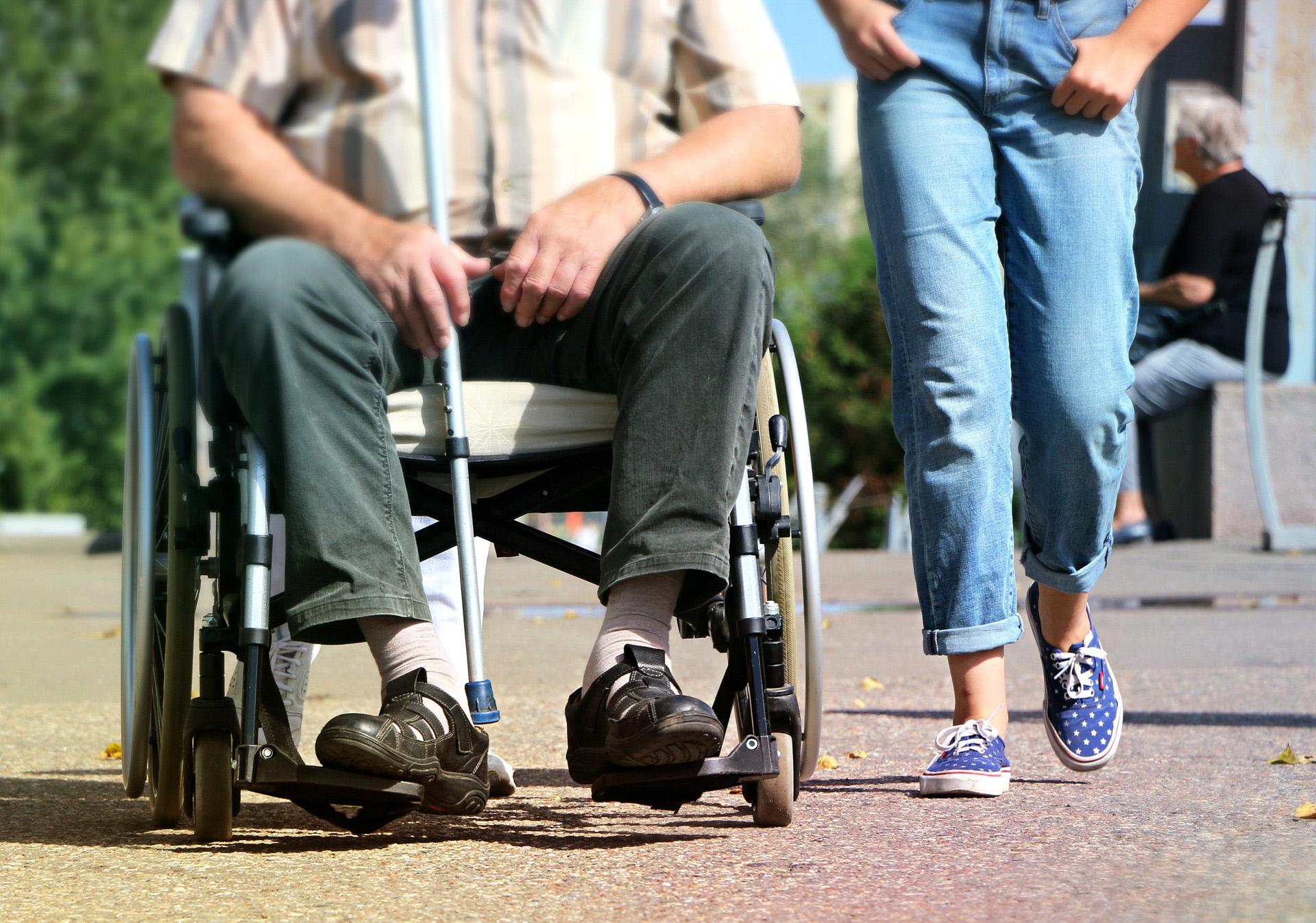 Sopocki MOPS oferuje dodatkowe wsparcie dla osób z niepełnosprawnościami oraz ich opiekunów