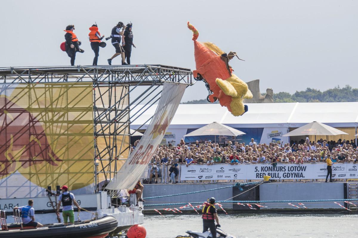 Niezwykłe machiny latające, legendarne bombowce alianckie i akrobacje lotnicze. Red Bull Konkurs Lotów w Gdyni w ten weekend