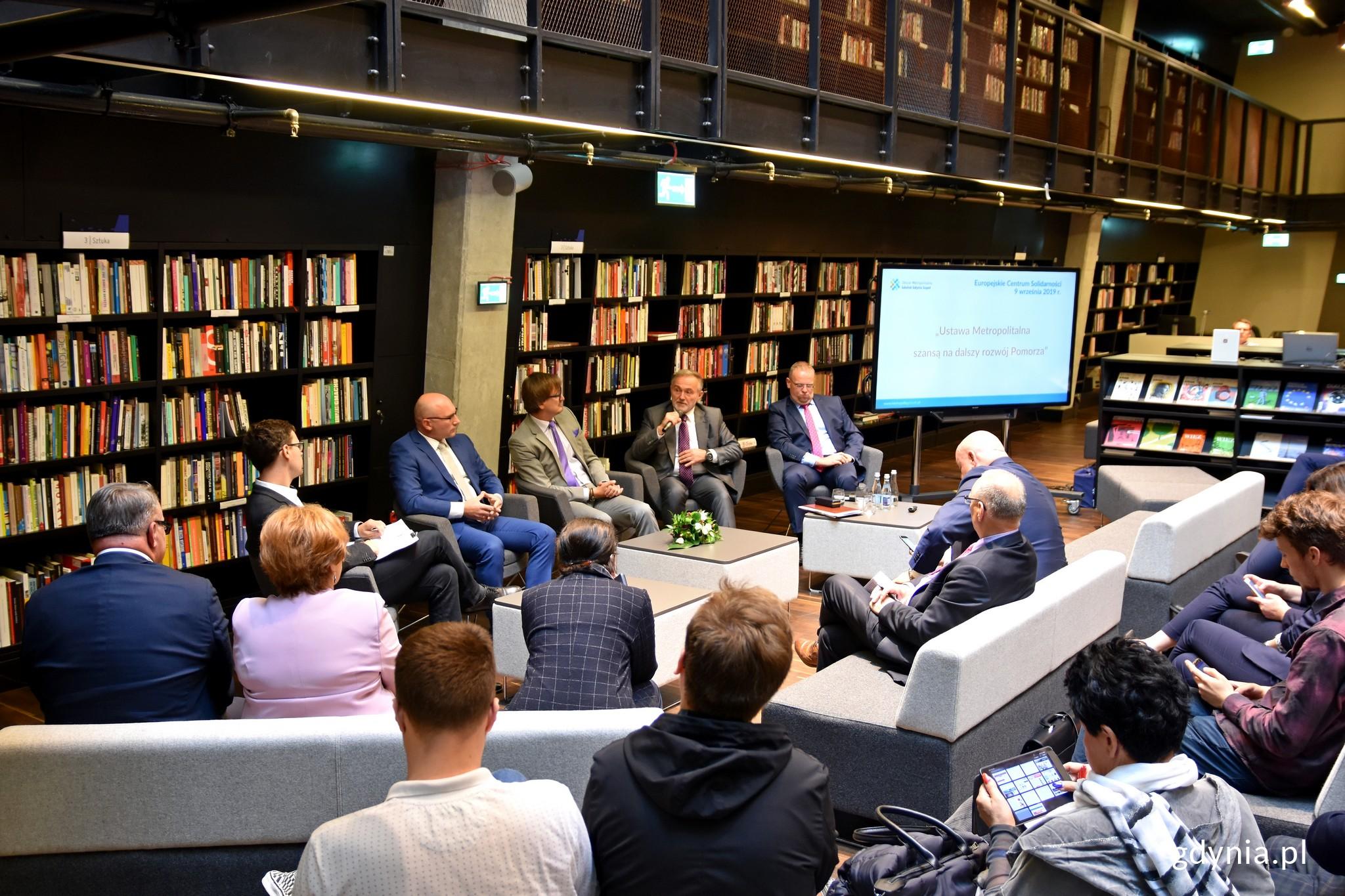 """Debata """"Ustawa metropolitalna szansą na dalszy rozwój Pomorza"""""""