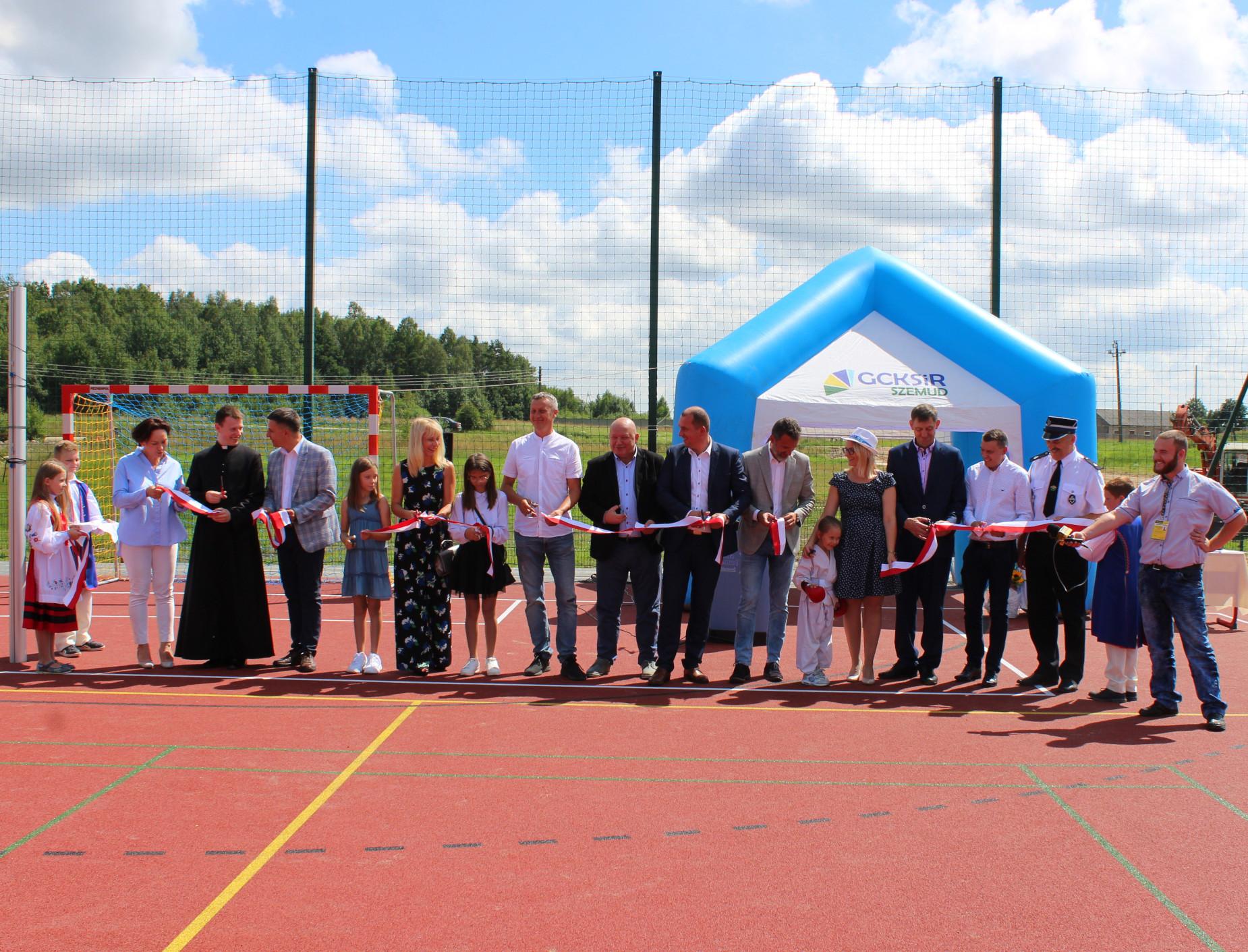 Z tego ucieszą się i dzieci, i starsi. Nowe boisko sportowe w Łebieńskiej Hucie otwarte
