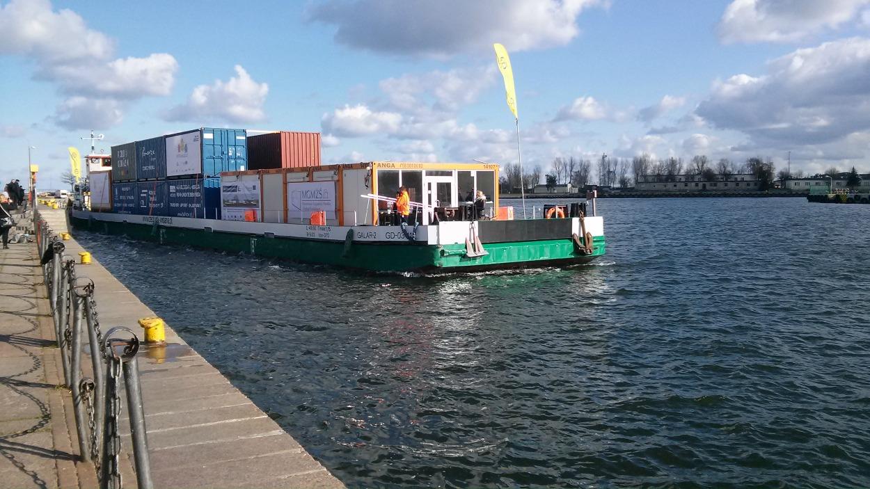 Po latach przerwy kontenery wracają na Wisłę. Barką z Gdańska do Warszawy