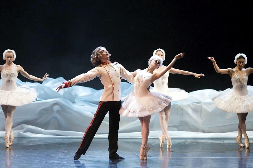 Sceniczna codzienność, lekcja tańca i… filiżanka kawy. Otwarte próby baletowe w operze
