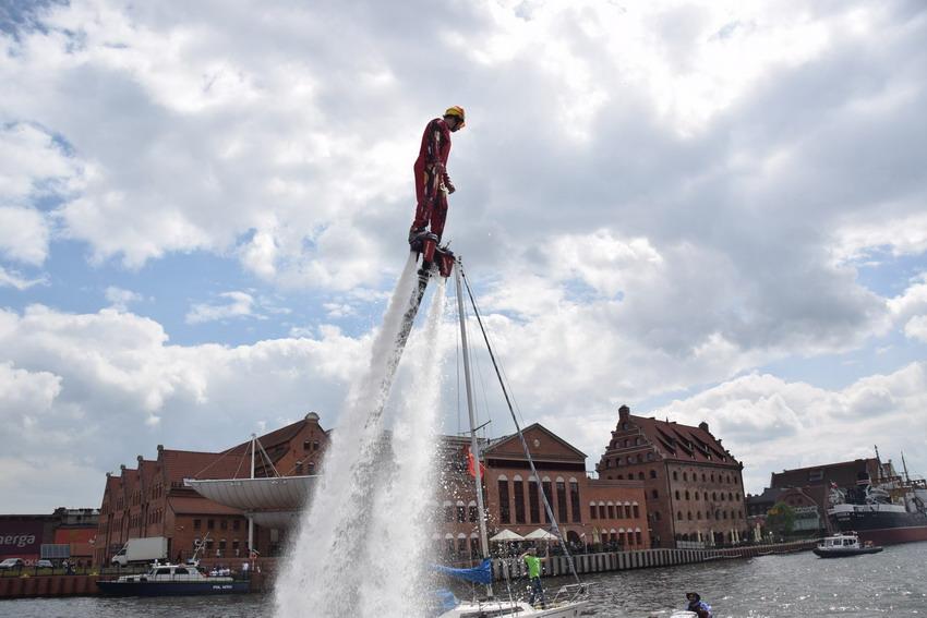 Pokaz flyboard na Motławie. Fot. materiały prasowe organizatora