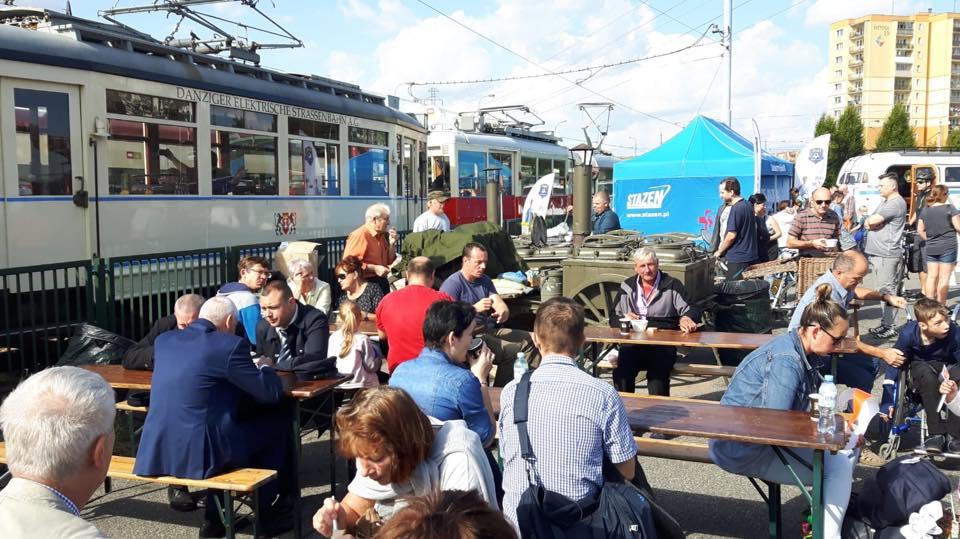 Bezpłatne pociągi, tramwaje i autobusy. Do tego komunikacyjne pikniki i konkursy. Europejski Dzień bez Samochodu