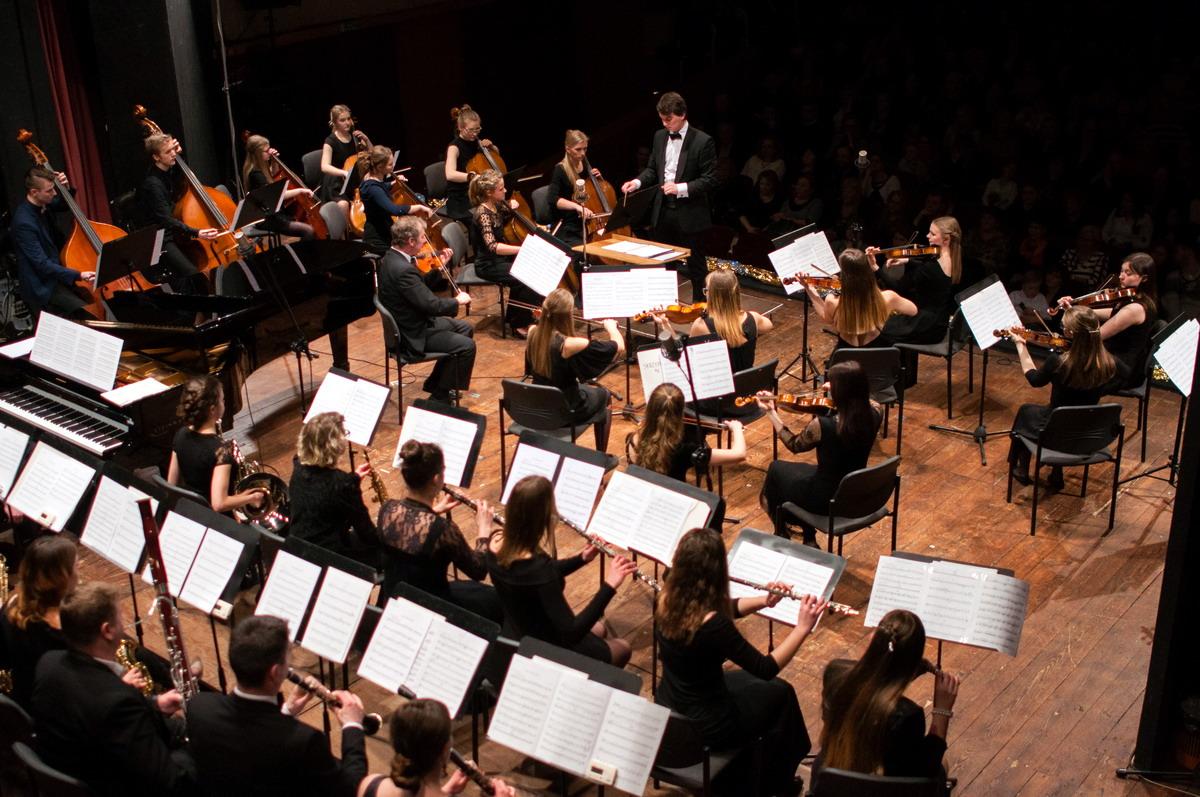 Pieśni o walce. Słupska Sinfonietta święci 3 Maja