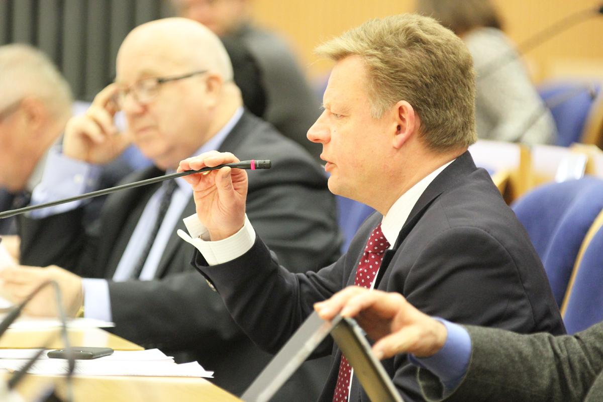 Pomorscy radni nie zgadzają się na przejęcie Lotosu przez Orlen. Za przyjęciem uchwały było 21 osób, przeciw – 9