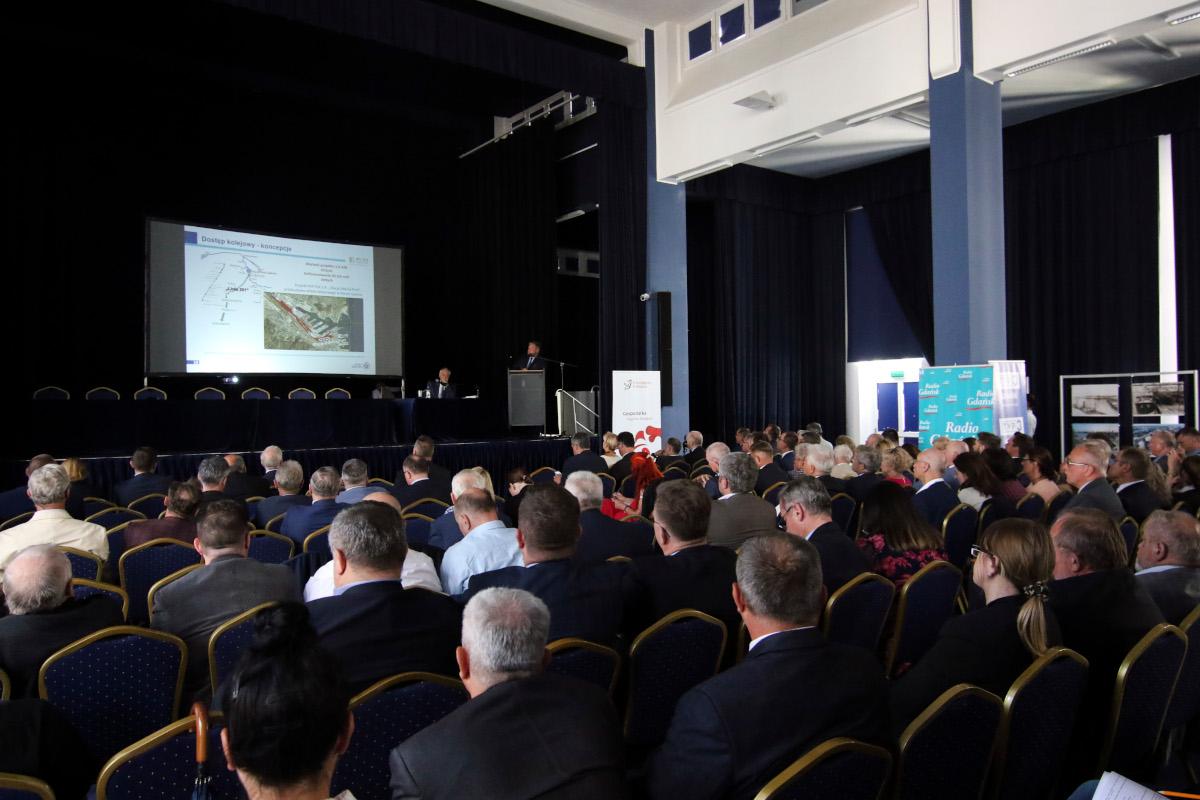 Są plany rozwoju portów w Gdyni i w Gdańsku. Będą nowe drogi, modernizacja kolei i innowacyjne technologie