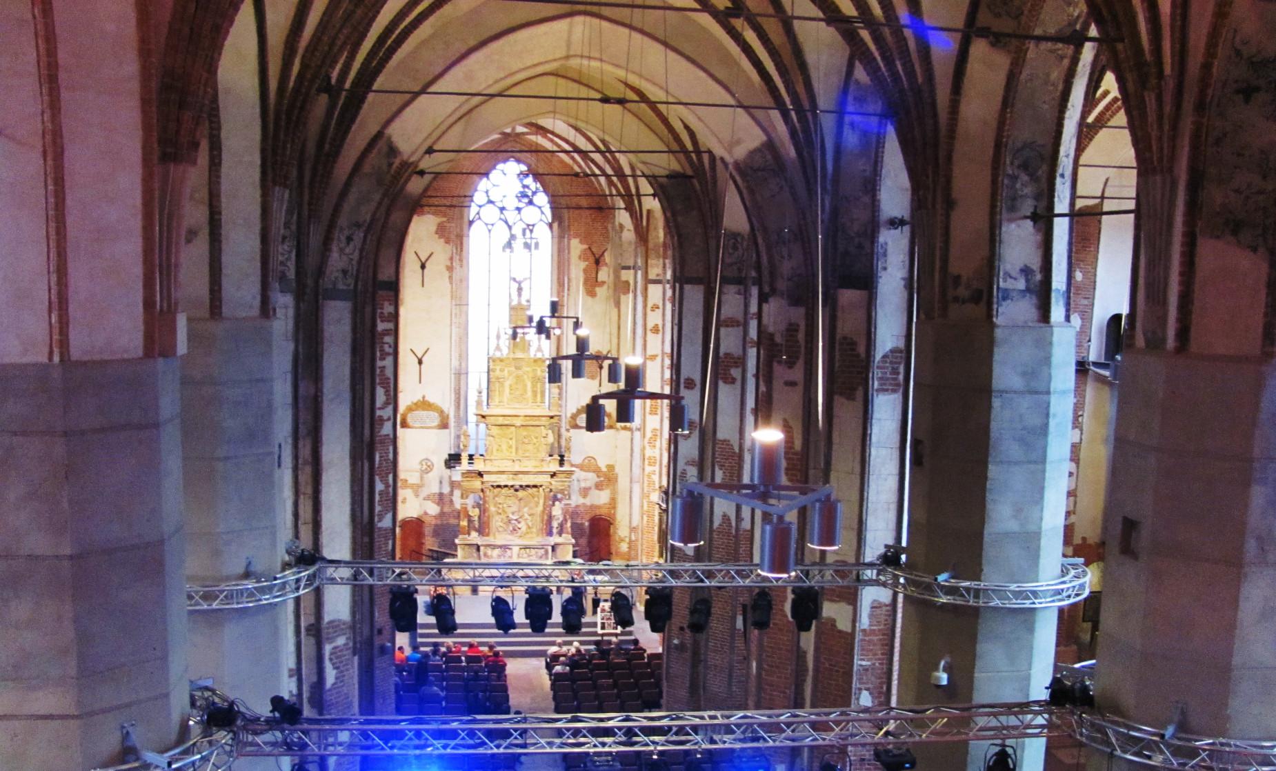 Renowacja kamiennego ołtarza w Centrum św. Jana zakończona. Uroczyste odsłonięcie wspaniałego zabytku w niedzielę