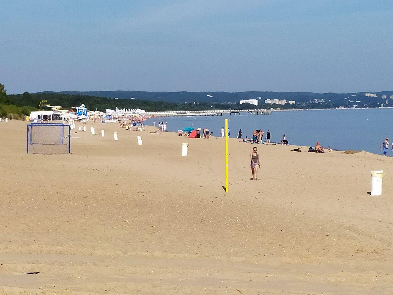 Wypoczynek na plaży i kąpiele wodne w czasie epidemii możliwe pod pewnymi warunkami. Dowiedz się, jakimi