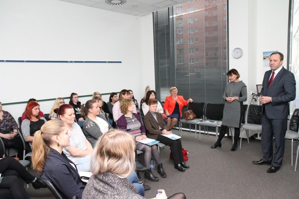 Panie, bądźcie odważne! Marszałek Struk zachęca kobiety do aktywności na rynku pracy