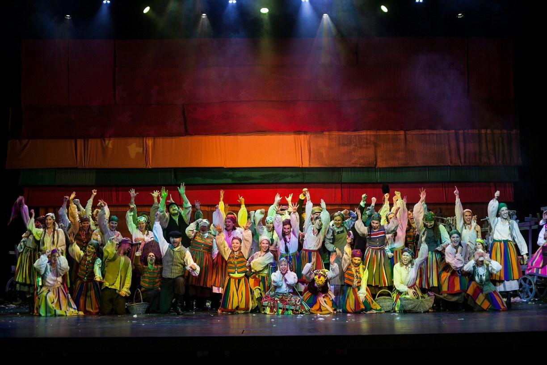"""Musicalowa wersja słynnej lektury. """"Chłopi"""" na scenie Teatru Muzycznego w Gdyni do zobaczenia online"""