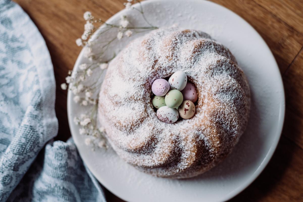 Święta wielkanocne w liczbach. Ile w tym roku wydamy na jajka, kiełbasę i mąkę? [INFOGRAFIKA]