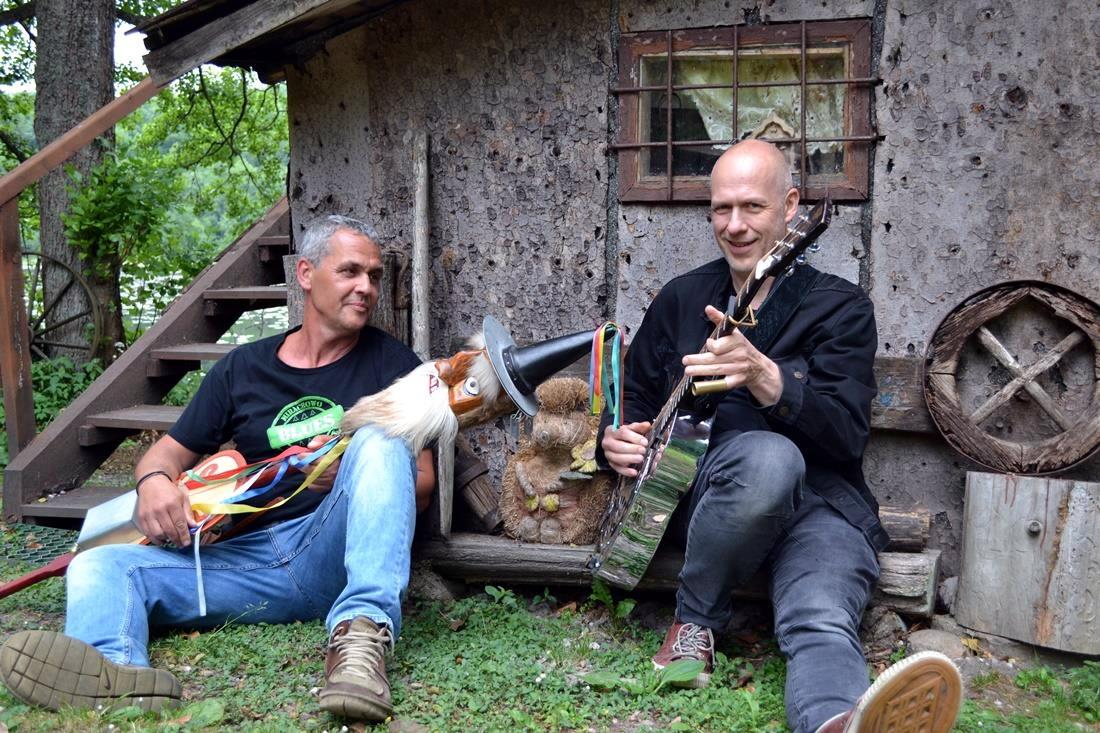Blues po kaszubsku i kaszubskie piosenki w wersji bluesowej. Muzyka w leśniczówce Mirachowo