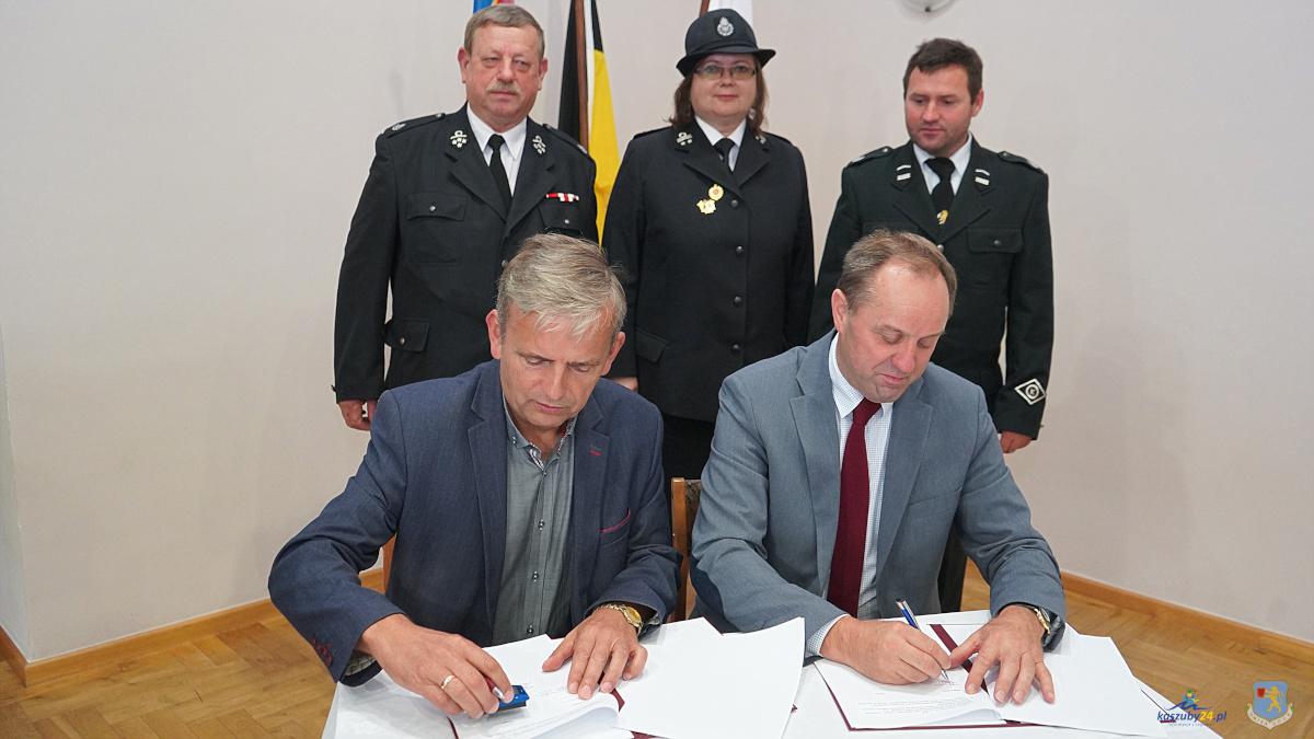Wsparcie dla strażaków ochotników. Będą ubrania bojowe, nowy sprzęt ratowniczy i motopompy
