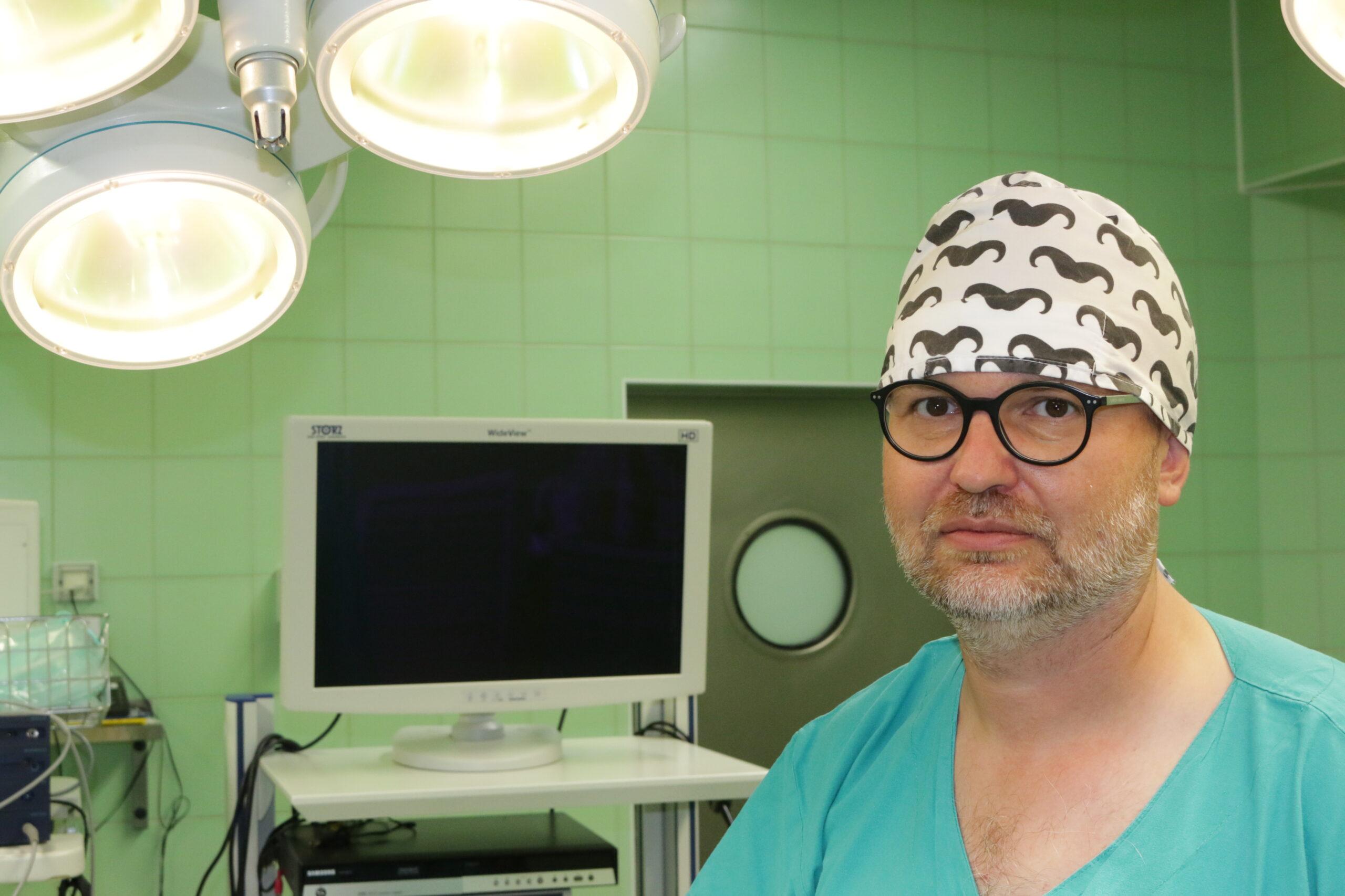 """Dr hab. Wojciech Makarewicz: """"Planujemy, aby Kościerzyna była trzecim ośrodkiem w regionie wykonującym operacje zmniejszenia żołądka"""" [WYWIAD]"""