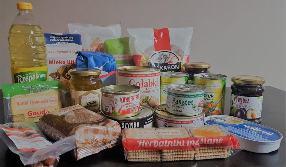 Jesteś w domu na kwarantannie? Zobacz, kto i jak może dostarczyć ci żywność – nowe zasady udzielania pomocy
