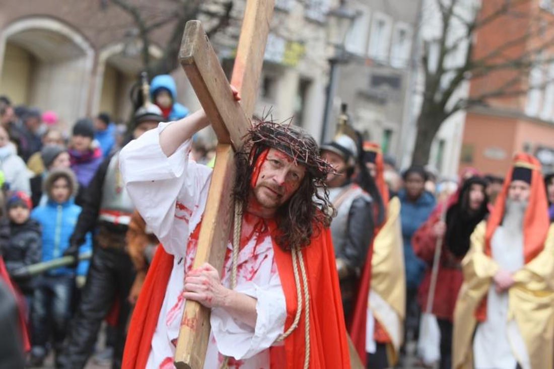 W Gdańsku osądzą Jezusa. W Wejherowie powędrują przez kalwarię. Misteria Męki Pańskiej w Wielki Piątek